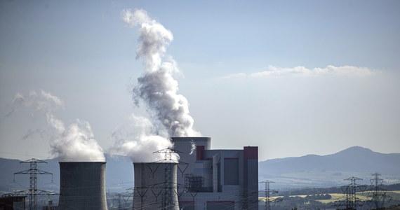 """""""Polska musi zapłacić karę w związku z niewykonaniem postanowienia w sprawie wstrzymania wydobycia węgla w Turowie"""" – powiedział rzecznik KE Eric Mamer. Podkreślił, że jest to """"obowiązek prawny"""". Premier Morawiecki zapowiedział tymczasem, że kompleks w Turowie nie wstrzyma pracy."""