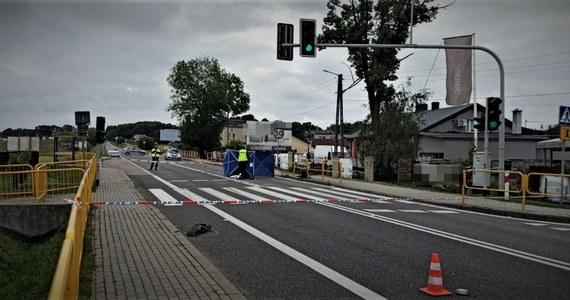 Policjanci z Mikołowa na Śląsku zatrzymali kierowcę, który w sobotę miał śmiertelnie potrącić kobietę na przejściu dla pieszych. Po wypadku mężczyzna odjechał i od tego czasu był poszukiwany.