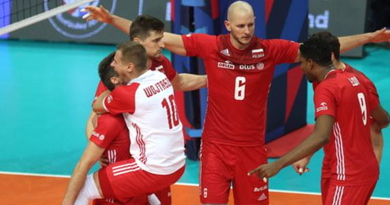 Międzynarodowa Federacja Piłki Siatkowej opublikowała zatwierdzony skład uczestników przyszłorocznych mistrzostw świata mężczyzn w Rosji, w których Polacy będą bronić tytułu. Wśród 24 ekip jest reprezentacja Kataru, debiutująca w imprezie tej rangi.