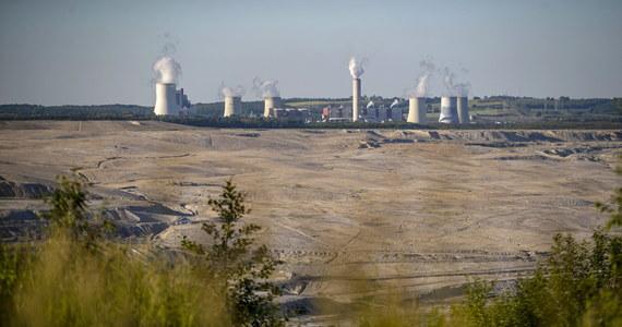 Komisja Europejska nie wysłała jeszcze do Polski wezwania do zapłaty kary - ustaliła dziennikarka RMF FM Katarzyna Szymańska-Borginon. Chodzi o pół miliona euro kary, która została nałożona na nasz kraj przez TSUE w związku z niewykonaniem jego postanowienia o zaprzestaniu wydobycia węgla w Turowie.