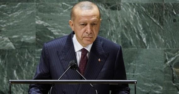 """Prezydent Turcji Recep Tayyip Erdoan w przemówieniu wygłoszonym na forum Zgromadzenia Ogólnego ONZ ostrzegł przed """"setkami milionów"""" uchodźców klimatycznych w przyszłości i podkreślił, że świat musi znaleźć rozwiązanie problemu obecnych uchodźców uciekających przed wojnami."""