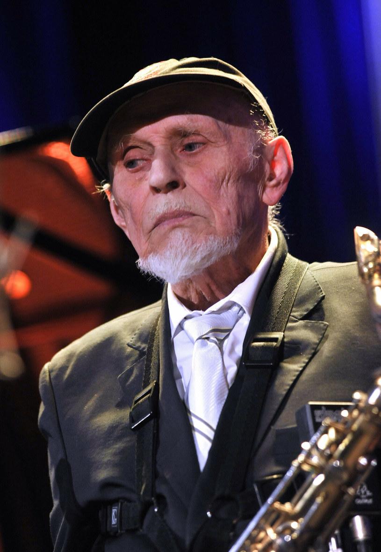 """Jan """"Ptaszyn"""" Wróblewski to jeden ze słynnych kompozytorów i saksofonistów. Jako jeden z nielicznych polskich muzyków występował u najważniejszych dyrygentów na scenach na całym świecie. Po latach pracy pokazuje swoją wypłatę!"""