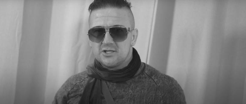 Bezczel, pochodzący z Białegostoku raper, zmarł w wieku 37 lat. Reprezentanci sceny rapowej żegnają Michała Banaszka. Wśród nich jest także Szpaku, z którym Bezczel miał kilka lat temu konflikt.