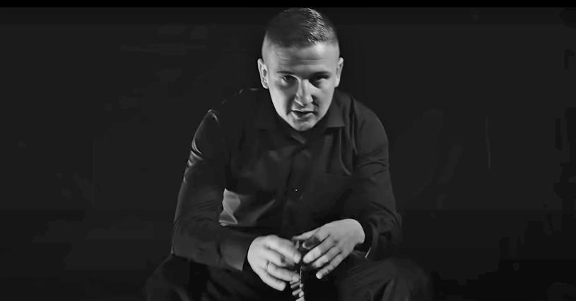 Bezczel nie żyje. Pochodzący z Białegostoku raper zmarł w wieku 37 lat. W sieci pojawiło się oświadczenie rodziny zmarłego muzyka.