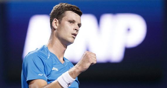 Hubert Hurkacz i Jan Zieliński pokonali Austriaków Olivera Maracha i Philippe Oswalda 6:3, 6:4 w drugiej rundzie debla w halowym turnieju ATP na kortach twardych we francuskim Metz (pula nagród 419 470 euro) i awansowali do półfinału.