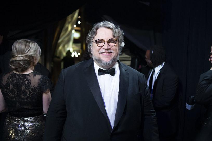 """Jeszcze w tym roku w kinach zadebiutuje najnowszy film Guillermo del Toro """"Zaułek koszmarów"""". Niedługo potem widzowie będą mogli zobaczyć też jego wersję """"Pinokia"""". Pochodzący z Meksyku twórca nie może więc narzekać na brak pracy. Mało kto jednak wie, że sporo część jego projektów trafiła do szuflady. Jak obliczył sam del Toro, na tworzeniu scenariuszy, które nie zostały zrealizowane, poświęcił 16 lat życia."""