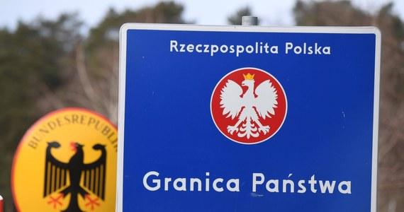 """Od kilku tygodni gwałtownie wzrasta liczba nielegalnych przekroczeń granicy w Brandenburgii - pisze portal rbb24. Według """"wstępnej oceny"""" federalnego ministerstwa spraw wewnętrznych, w pierwszej połowie września około """"400 osób przedostało się do kraju bez zezwolenia, często przez Białoruś i Polskę""""."""