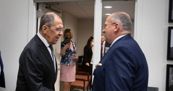 Szef MSZ Zbigniew Rau spotkał się wieczorem czasu lokalnego w Nowym Jorku ze swoim rosyjskim odpowiednikiem Siergiejem Ławrowem w siedzibie Zgromadzenia Ogólnego ONZ. Rozmowa dotyczyła zbliżającego się przewodnictwa Polski w Organizacji Bezpieczeństwa i Współpracy w Europie (OBWE) – poinformował Paweł Żuchowski, korespondent RMF FM.