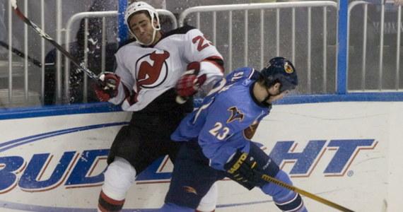 Johnny Oduya, szwedzka gwiazda ligi NHL, w której rozegrał 850 meczów i zdobył dwa razy Puchar Stanleya, po zakończeniu kariery przed trzema laty nagle zniknął. Odnalazł się w sierpniu w Sztokholmie w studio technik oddechowych jako główny guru.