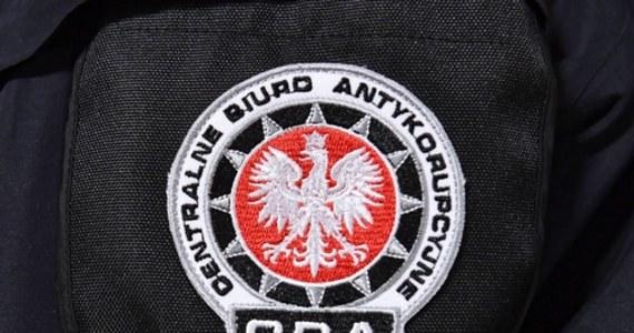 Funkcjonariusze krakowskiej delegatury Centralnego Biura Antykorupcyjnego zatrzymali pracownicę Urzędu Miasta Krakowa. Kobieta jest podejrzana o korupcję. Miała przyjąć łapówkę w związku ze współpracą magistratu z 6. Brygadą Powietrznodesantową w Krakowie.