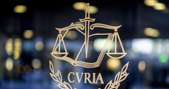 """Komisja Europejska zdecydowała o skierowaniu do Trybunału Sprawiedliwości UE kolejnej sprawy przeciwko Polsce. Tym razem ma to związek z """"podważeniem niezależności krajowego organu regulacyjnego ds. telekomunikacji"""" - Urzędu Komunikacji Elektronicznej."""