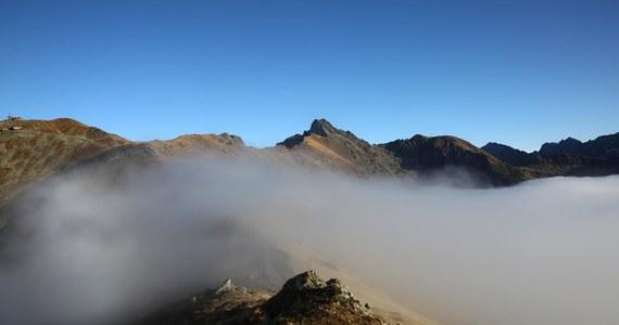 W nocy w Tatrach zacznie wiać bardzo silny wiatr. W porywach będzie osiągał prędkość do 100 km na godzinę. Weekend w górach zapowiada się za to słonecznie i ciepło. W Zakopanem będzie nawet 22 st. Celsjusza - zapowiadają synoptycy.
