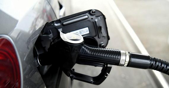 """Z powodu braku kierowców ciężarówek w Wielkiej Brytanii tymczasowo zamknięto niektóre stacje benzynowe. """"Zrobimy wszystko, by rozwiązać ten problem. Będzie więcej egzaminów na kierowców ciężarówek"""" - zapowiedział minister transportu Grant Shapps."""