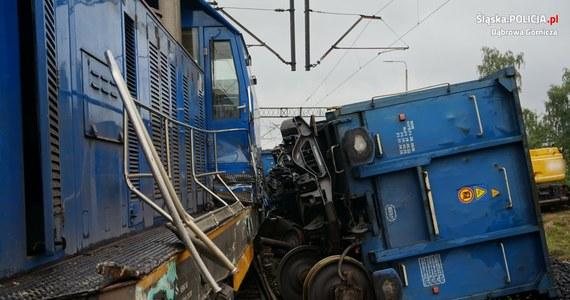Jest tymczasowy areszt dla maszynisty, który we wtorek doprowadził do zderzenia dwóch pociągów towarowych w Dąbrowie Górniczej. Wcześniej mężczyzna usłyszał zarzut sprowadzenia katastrofy w ruchu lądowym. Grozi mu nawet 10-letnie więzienie.