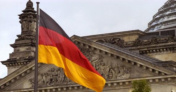 To najważniejsze wybory w Niemczech od lat. Stawką jest nie tylko obsadzenie jak największej liczby miejsc w Bundestagu, ale też fotel kanclerza. Angela Merkel po 16 latach na stanowisku szefa rządu odchodzi z wielkiej polityki. Do walki o schedę po niej stają liderzy największych niemieckich partii.