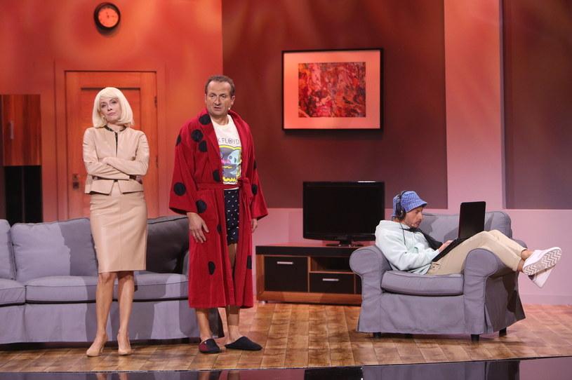 """W niedzielę, 26 września, o godzinie 20:05 zapraszamy na trzeci odcinek show """"Kabaret na żywo. Młodzi i Moralni""""! Gościem specjalnym będzie Kabaret Na końcu świata."""