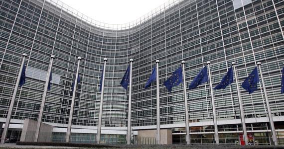 Bardzo mało prawdopodobne jest, by Komisja Europejska zaakceptowała polski Krajowy Plan Odbudowy do końca września, na co liczyły polskie władze - ustaliła korespondentka RMF FM w Brukseli Katarzyna Szymanska-Borginon. Chodzi o uruchomienie gigantycznych pieniędzy na odbudowę gospodarki po pandemii. Zatwierdzenie planu przez komisję otwiera drogę do wypłaty zaliczki z 36 mld euro, o które stara się Polska.
