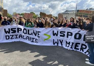 """""""Klimat ponad podziałami"""". Młodzieżowy Strajk Klimatyczny w Warszawie"""