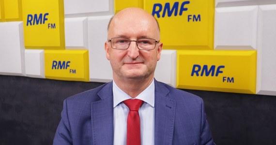 """""""Mamy taką nadzieję, że w poniedziałek dojdzie do porozumienia z Czechami ws. Turowa. Przedstawiliśmy Czechom bardzo dobrą propozycję. (...) Sprawy nabierają przyspieszenia"""" - mówi w Popołudniowej rozmowie w RMF FM wiceszef MSZ Piotr Wawrzyk. """"Pieniądze nie są najważniejsze, najważniejsze, żeby było takie porozumienie, które będzie dla obu stron satysfakcjonujące"""" - dodaje gość Marka Tejchmana."""