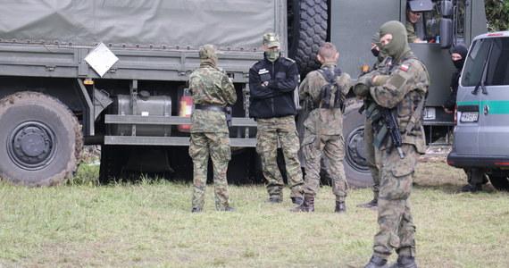 W piątek służby odnotowały 347 prób przekroczenia granicy polsko-białoruskiej - przekazała w sobotę Straż Graniczna. Zatrzymano czterech nielegalnych imigrantów i sześć osób za pomocnictwo.