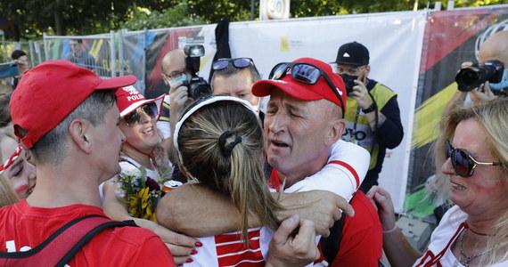 Katarzyna Niewiadoma zdobyła w belgijskim Leuven brązowy medal mistrzostw świata w kolarskim wyścigu ze startu wspólnego elity. Zwyciężyła po finiszu z niewielkiej grupy Włoszka Elisa Balsamo, a drugie miejsce zajęła Holenderka Marianne Vos.