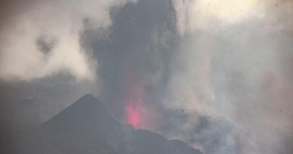 Popiół ze znajdującego się na wyspie La Palma wulkanu Cumbre Vieja dotarł na sąsiednie wyspy usytuowane w należącym do Hiszpanii archipelagu Wysp Kanaryjskich. Z powodu ryzyka dla podróżowania w tym regionie tymczasowo zamknięto lotniska na wyspach La Gomera i Teneryfa.