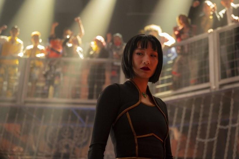 """""""Shang-Chi i legenda dziesięciu pierścieni"""" już po raz czwarty z rzędu znalazł się na czele box office'u w USA. Na koncie filmu wyreżyserowanego przez Destina Daniela Crettona jest w tym momencie 196,5 miliona dolarów, dzięki czemu został największym przebojem kasowym ery pandemii za oceanem."""