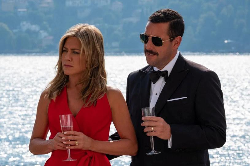 """W weekend, podczas specjalnego wydarzenia """"TUDUM"""", w trakcie którego zaprezentowano nowości Netfliksa, ogłoszono, że powstanie film """"Zabójczy rejs 2"""". Pierwsza część produkcji z Adamem Sandlerem i Jennifer Aniston w rolach głównych była jednym z największych hitów platformy streamingowej."""