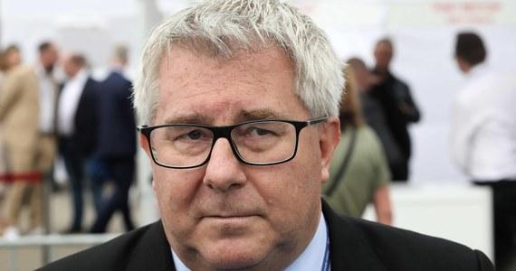 Ryszard Czarnecki wycofuje się z wyborów na prezesa Polskiego Związku Piłki Siatkowej. Tę wiadomość przekazał na konferencji prasowej. Z wyborów wycofał się również Jacek Kasprzyk - decyzję ogłosił podczas zjazdu, jeszcze przed tym, jak przystąpiono do wyboru nowego szefa krajowej federacji.