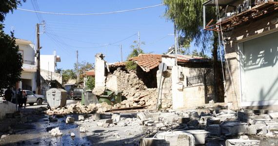 Trzęsienie ziemi o magnitudzie 6 nawiedziło Kretę. Epicentrum wstrząsów znajdowało się w głębi lądu, 20 km na południe od Heraklionu. Jedna osoba zginęła - robotnik pracujący przy renowacji cerkwi w okolicach miejscowości Arkalochori. 11 osób jest rannych. Wstrząsy uszkodziły budynki i wodociągi, ewakuowano szkoły. Nie ma informacji, aby poszkodowani zostali turyści.