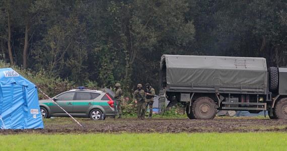 """""""Zatrzymany przez polskie służby obywatel Iraku Husham M.H. posiadał kontakty z osobą mającą związki z Państwem Islamskim"""" - poinformował dyrektor Departamentu Bezpieczeństwa Narodowego KPRM Stanisław Żaryn. Z kolei – jak dodał - """"wśród zdjęć pozyskanych od obywatela Afganistanu, pokazane zostały egzekucje przez dekapitacje, a także ciała zamordowanych osób oraz zdjęcia arsenału broni maszynowej""""."""