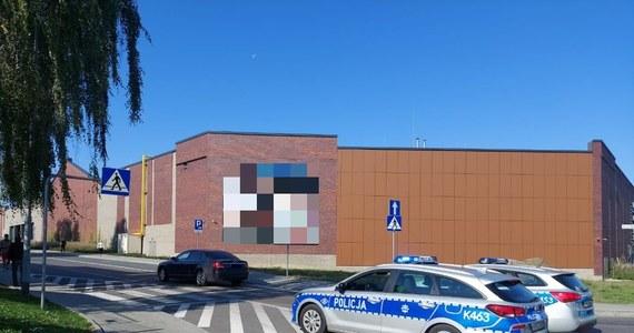 Dwie nastolatki zostały potrącone w okolicy przejścia dla pieszych na ul. Sikorskiego w Jarosławiu na Podkarpaciu. Ranne zostały przewiezione do szpitala.