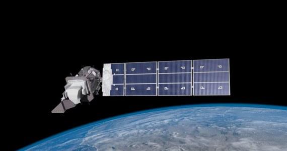 """Waży 3 tony, jest rozmiaru autobusu, ma ogromny panel słoneczny i... poleciał w kosmos. Wysłaniem na orbitę satelity Landsat 9 amerykańska agencja NASA wraca do gry - mówi w RMF FM  popularyzator astronomii Jerzy Rafalski z toruńskiego Centrum Popularyzacji Kosmosu """"Planetarium""""."""
