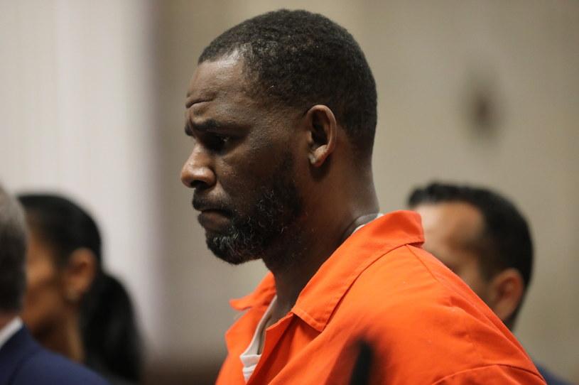 R. Kelly został uznany winnym handlu kobietami w celach seksualnych oraz prowadzenia zorganizowanej przestępczości - uznała w poniedziałek ława przysięgłych w sądzie federalnym w Nowym Jorku w ramach głośnego procesu przeciwko piosenkarzowi. Grozi mu wyrok od 10 lat do dożywocia.