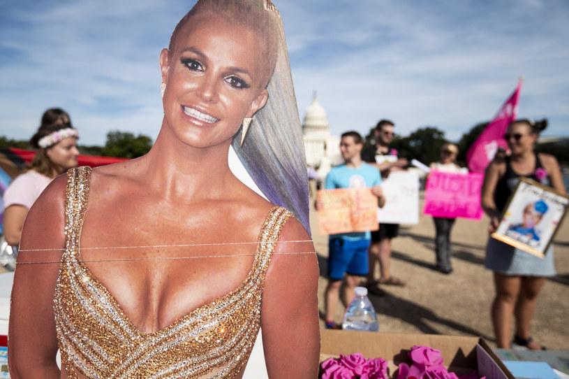 W życiu popularnej piosenkarki dzieje się ostatnio sporo, o czym informują zarówno media, jak i ona sama. Ale zdaje się, że o swoim burzliwym życiu Britney Spears ma jeszcze sporo do opowiedzenia, bo właśnie negocjuje warunki szczerego wywiadu w telewizji. Przepytywać ją będzie nie byle kto, bo sama Oprah Winfrey.