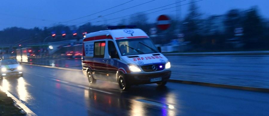 Na 10 miesięcy więzienia w zawieszeniu na 2 lata został skazany 45-letni kierowca karetki pogotowia w Ostrowie Wielkopolskim. Mężczyzna odpowiadał przed sądem za spowodowanie wypadku ze skutkiem śmiertelnym. Wyrok jest nieprawomocny.