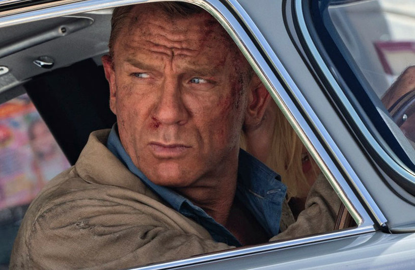 """Już 1 października na ekranach polskich kin zadebiutuje 25. część bondowskiej sagi – film """"Nie czas umierać"""", który dla wcielającego się w słynnego brytyjskiego szpiega Daniela Craiga jest pożegnaniem z tą ikoniczną rolą. Jak wynika z najnowszych doniesień, na planie zdjęciowym Craigowi zdarzało się za mocno wczuć w swoją postać, w wyniku czego doszło do dwóch groźnych wypadków."""