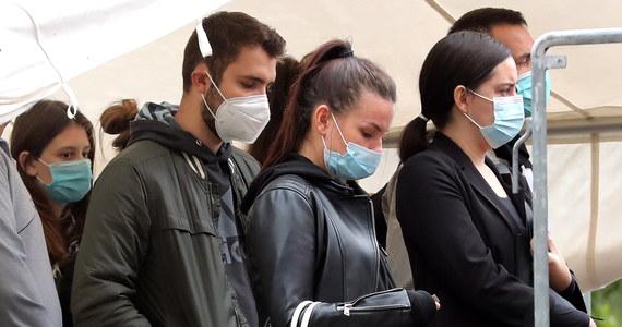 Co najmniej dwa powiaty na Lubelszczyźnie - ze względu na wysoki poziom zakażeń koronawirusem - mogłyby zostać objęte dodatkowymi obostrzeniami. Tak mówi rzecznik Ministerstwa Zdrowia Wojciech Andrusiewicz.