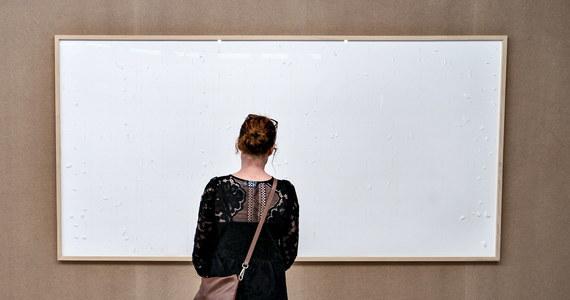 """""""Bierz forsę i w nogi!"""" - tak zatytułował swoją """"pracę"""" duński artysta Jens Haaning. Duńskie muzeum pożyczyło artyście 84 000 dolarów. Ten zatrzymał pieniądze i nie zrobił nic. To """"nic"""" uznał za dzieło."""
