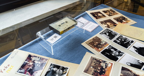 W Danii na aukcję trafiła kaseta z niepublikowanym dotąd, ponad półgodzinnym nagraniem z Johnem Lennonem, byłym członkiem The Beatles - przekazał kopenhaski dom aukcyjny Bruun Rasmussen. Wartość pamiątki szacowana jest na 27-40 tys. euro.