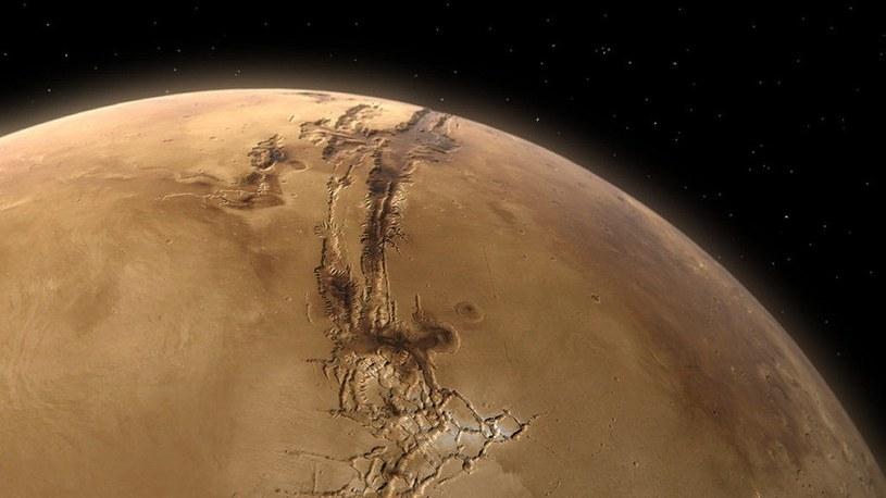 Należący do NASA lądownik Mars InSight wykrył właśnie trzy najsilniejsze w czasie swoich pomiarów trzęsienia o magnitudzie 4.1 i 4.2. Czy to oznacza, że kataklizmy nasilają się nie tylko na naszej planecie?