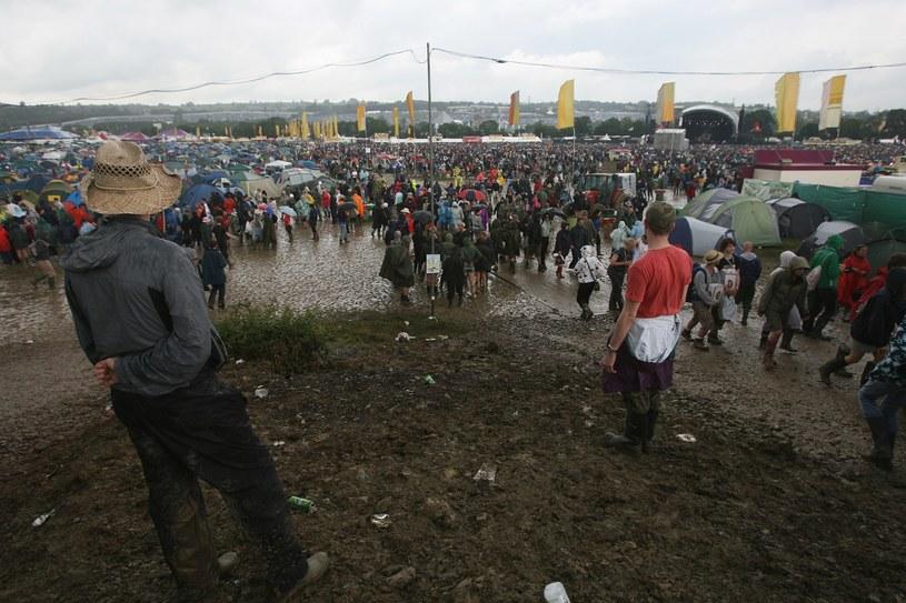 Po festiwalu muzycznym w angielskim Glastonbury w przepływającej w pobliżu rzece wykryto tak duże stężenie narkotyków, zwłaszcza kokainy i ecstasy, że stanowi to zagrożenie dla lokalnego ekosystemu - wynika z opublikowanych badań brytyjskich naukowców.