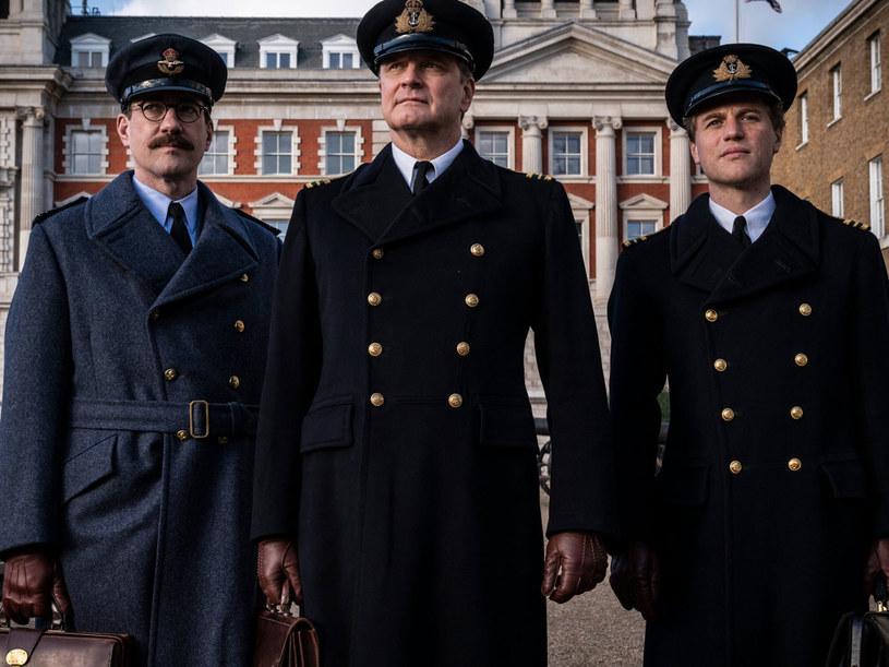 """Colin Firth zagra główną role w nowym filmie twórcy """"Zakochanego Szekspira"""" - Johna Maddena. Będzie to umiejscowiony w trakcie II wojny światowej dramat zatytułowany """"Operation Mincemeat"""" (""""Operacja Mięso Mielone""""). U boku gwiazdora wystąpią: Matthew Macfayden, Kelly Macdonald oraz Johnny Flynn."""