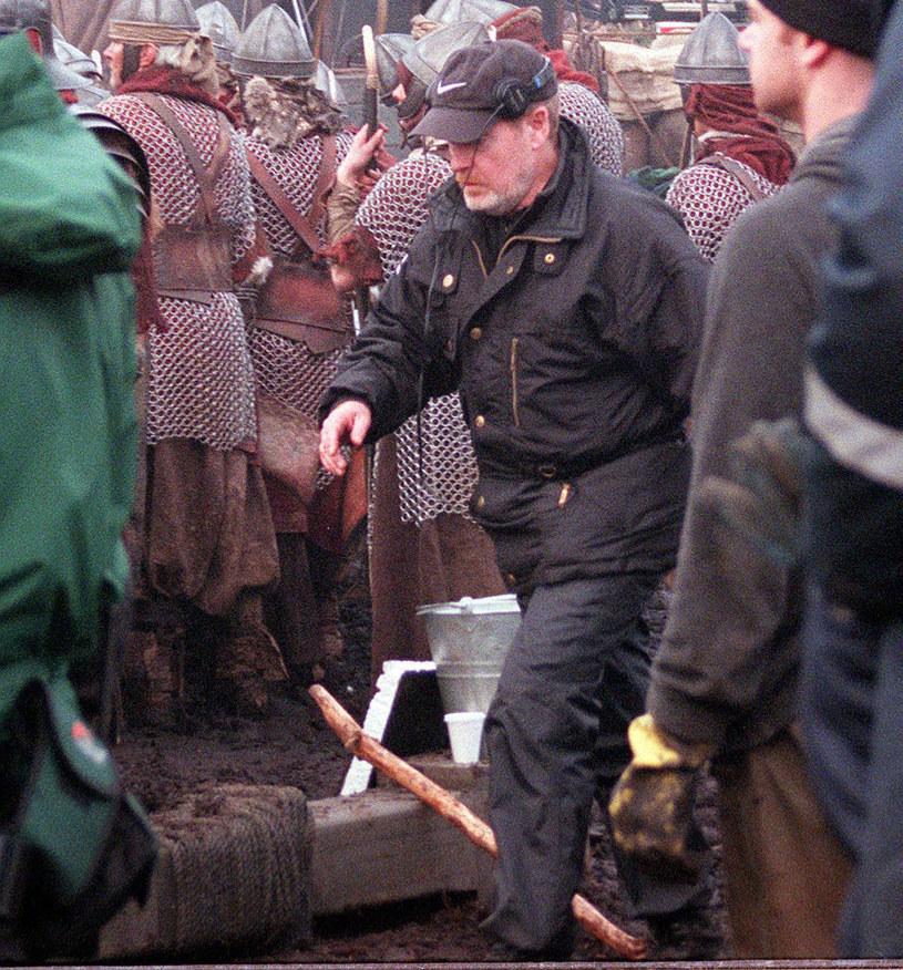 """Sprawa kontynuacji głośnego """"Gladiatora"""" powraca od lat, ale do tej pory trudno było jednak traktować możliwość powstania takiego filmu inaczej niż jako pobożne życzenie. Teraz to się zmieniło. Ridley Scott zdradził właśnie, że scenariusz """"Gladiatora 2"""" jest właśnie w trakcie pisania i będzie gotowy do realizacji po zakończeniu zdjęć do filmu """"Kitbag"""" poświęconego postaci Napoleona Bonaparte."""