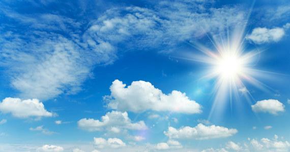 Dziś nad Polską będzie jeszcze zalegała masa chłodnego powietrza, a na wschodzie kraju może padać deszcz. Od soboty do kraju wrócą temperatury powyżej 20 stopni - powiedział Michał Ogórek, synoptyk Instytutu Meteorologii i Gospodarki Wodnej.