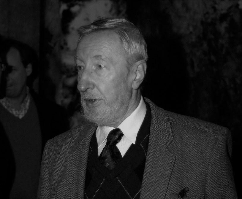 """Czesław Lasota, aktor teatralny, filmowy, telewizyjny i radiowy, zmarł w wieku 89 lat. O jego śmierci poinformował Związek Artystów Scen Polskich. Wystąpił m.in. w takich filmach, jak """"Nie lubię poniedziałku"""", """"Kariera Nikodema Dyzmy"""", """"Szatan z siódmej klasy"""", czy """"Ogniem i mieczem""""."""