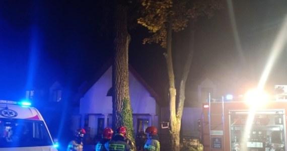 Pensjonariusze i personel domu opieki w Siennicy na Mazowszu, w którym nad ranem wybuchł pożar, wrócili już do budynku. Dwie osoby zginęły, a 4 są podtrute dymem i trafiły do szpitala. W akcji brało udział 50 strażaków.
