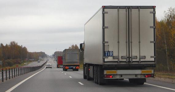 Od 1 października jedynym systemem umożliwiającym wnoszenie opłaty elektronicznej za przejazd po drogach płatnych w Polsce jest e-TOLL. Zastąpił on viaTOLL. Kara za brak opłaty w e-TOLL to 1500 złotych.
