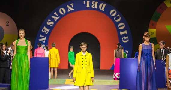 Uwaga eleganckie panie! Najbliższa wiosna będzie wyjątkowo kolorowa – przynajmniej w kobiecej modzie. Taki wniosek można wyciągnąć z trwających w Paryżu pokazów najnowszych kreacji sławnych dyktatorów mody.