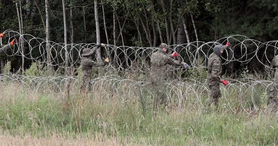 """Na terytorium Polski działa """"sieć organizatorów nielegalnej migracji"""", a polscy pogranicznicy siłą wyrzucają migrantów na Białoruś - twierdzi białoruski Państwowy Komitet Graniczny (GPK)."""